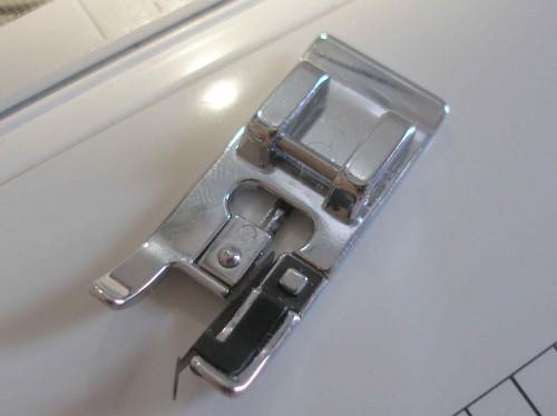 Оверлочная лапка для швейной машинки