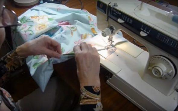 Сшиваем юоковые края наволочки