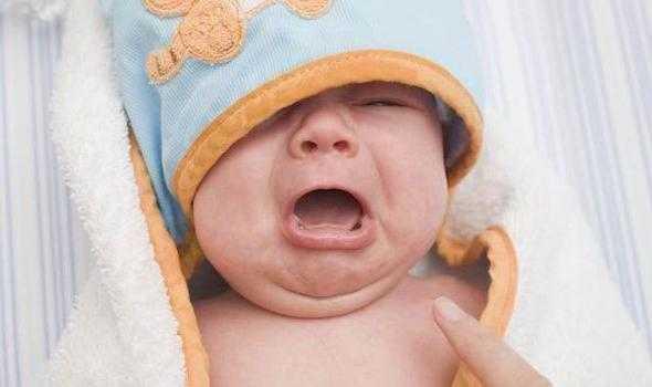 ребенок плачет колики
