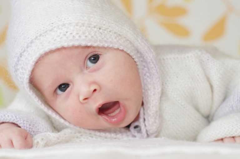ребенок в 2 месяца держит голову