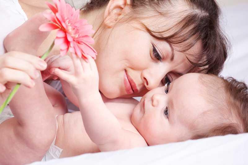 мама и цветок