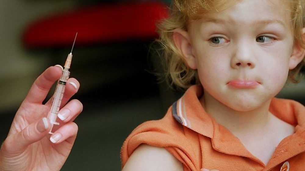 милый ребенок не хочет делать прививку