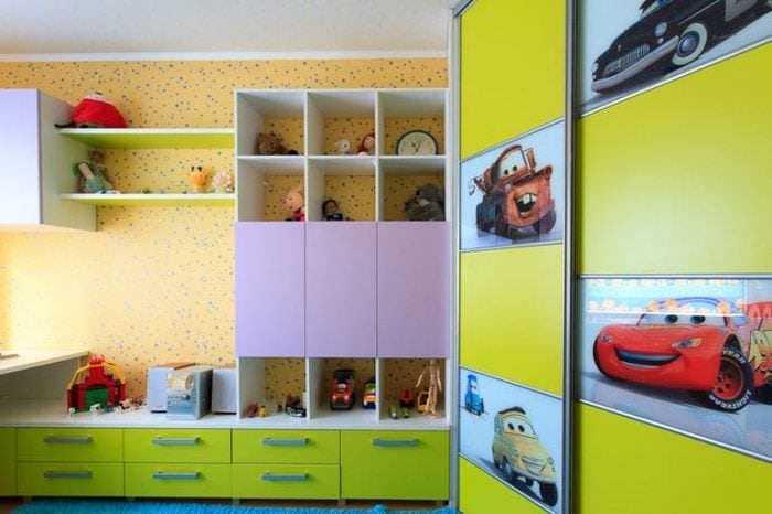 Как выбрать шкаф купе в детскую комнату?