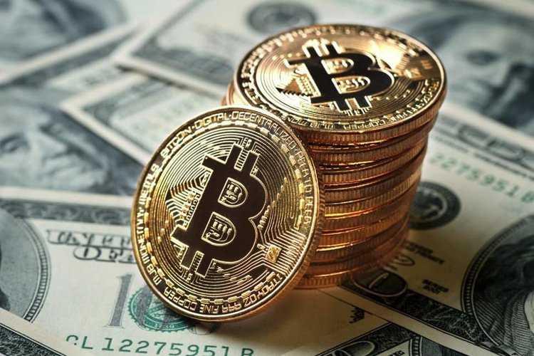 Изменения курса доллара и биткоина – аналитики назвали причину