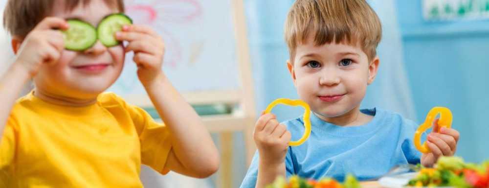 Как кормить детей здоровым питанием?